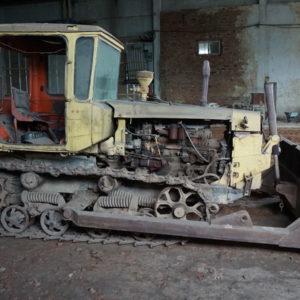 Трактор гусеничный ДТ-75